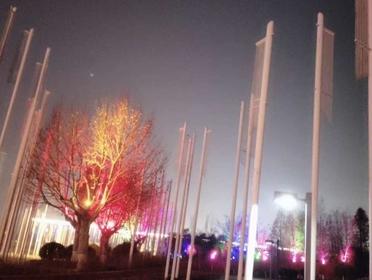 大風歌廣場小山上立的白色鐵柱叫啥,有啥作用?